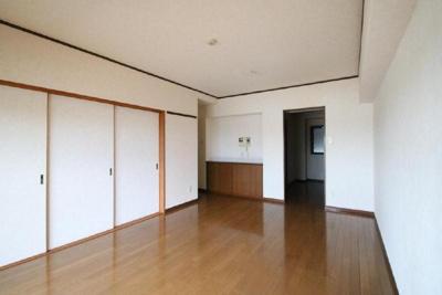 【居間・リビング】エイルヴィラガーデンヒル貴船 205号室