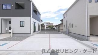 カースペースは並列2台×2列+1台の合計5台は駐車可能です。