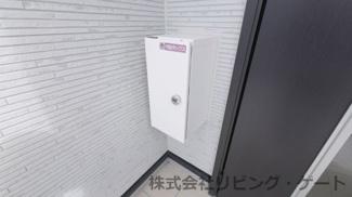 玄関には宅配ボックス付き とても便利に利用できます。