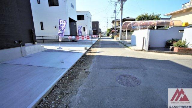 【前面道路含む現地写真】諏訪野町新築建売B棟
