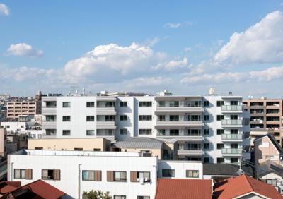 前面に高い建物がない為、日当り・眺望・風通し良好です。