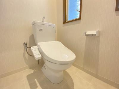 TOTO製のトイレに新品交換しております