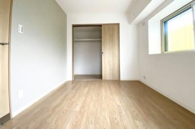 2部屋ある洋室には《クローゼット》が完備されており、片づけもラクラク♪お部屋が広く使えますね。