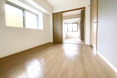 2部屋ある洋室は《続き間》になっているので、扉を開放すれば《9.7帖》の広々としたスペースになります。
