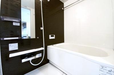 《浴室暖房乾燥機》雨の日で乾かなかった洗濯物が、その日のうちに乾かせます。寒い季節には暖房で暖かくしてから。