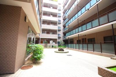 【朝日プラザ桃山東】は地上7階建て、総戸数は85戸となっています。中庭がありおちついた雰囲気のとても暮らしやすいマンションです\(^_^)/