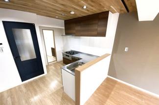 キッチンスペースから洗面室へと《家事動線》を考えた便利なとびら(^◇^)
