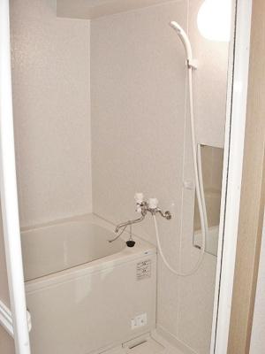 バスルームはいつでもぽかぽかお風呂に入れる追焚機能付き☆家族の入浴時間がずれても温められるから節約になります♪※参考写真※