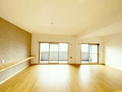 【約22帖LDK】 リフォームされた室内は 良い雰囲気になっております。 リフォームで付加価値をプラスし、 ただの『住まい』ではなく『癒しのある空間』 に仕上がっております♪