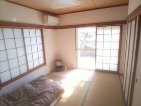 日差しが差し込む和室でのお昼寝は気持ちよさそうですね。