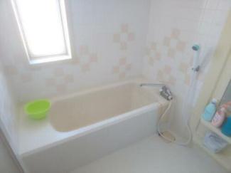 お風呂は2ヶ所ございます!2ヶ所とも窓が付いており換気もばっちりですね。