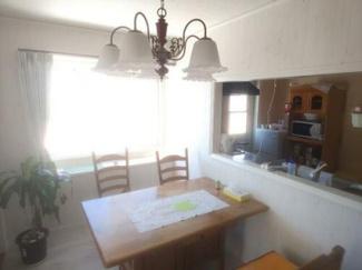 対面式キッチンでお部屋全体見渡せます。顔を合わせてお話が可能です!