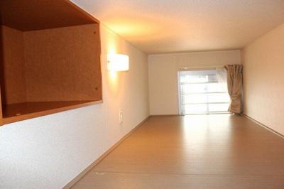 ロフトで収納や寝室として使用できます。