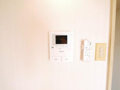 大き目の屋根が雨から守ってくれる自転車置き場