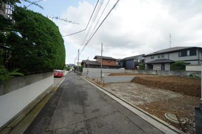 【前面道路含む現地写真】高台の閑静な住宅街。カースペース2台!全棟LDK17帖以上の4LDK♪保土ヶ谷区狩場町 全3棟 新築戸建て