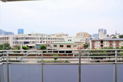 お部屋からの眺望 目の前は造幣局で建物が低いので開放的な眺望をお楽しみいただけます♪