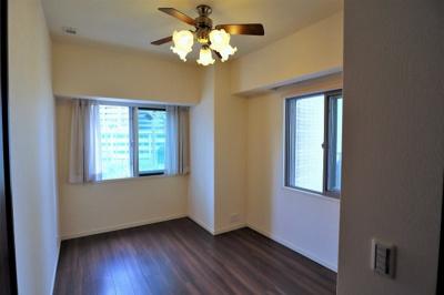 洋室 約6.6帖 2面に窓が有り通風良好♪