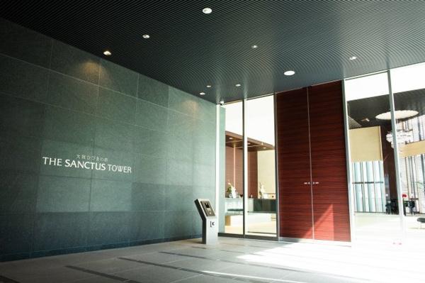【エントランス】洗練されたファサードは、建物の玄関として威厳を演出します。