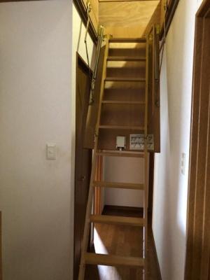 小屋裏収納階段