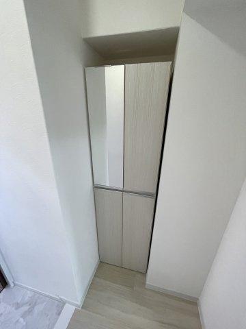 玄関部分には、靴箱収納があります!