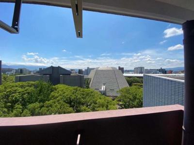 室内からの眺望です!目の前には東公園があり、高い建物がなく南向きバルコニーは気持ちいいですね!