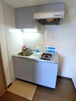 1口ガスコンロ付きのキッチンです!場所を取るお鍋やお皿もすっきり収納できます♪