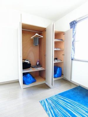 可動タイプのクローゼットと収納スペースです!お好きな位置に動かして、お部屋のレイアウトを楽しめますね♪※参考写真※