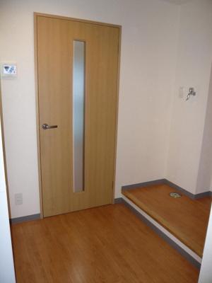 玄関側より洋室側を撮影。