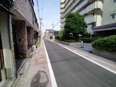 周辺道路です。 閑静な住宅街ですよ♪