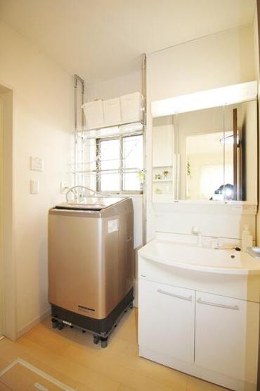 シャワー水洗付洗面化粧台