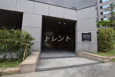 【エントランス】ミレニアムガーデンコート