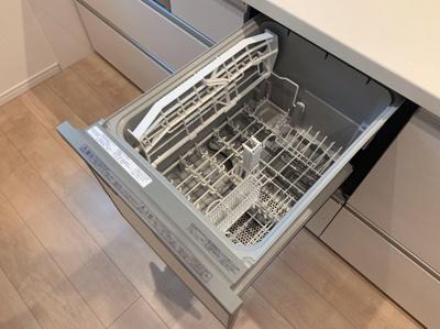 お片付けに便利な食器洗浄機つきです。