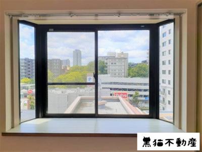 出窓から見える景色は綺麗ですね。