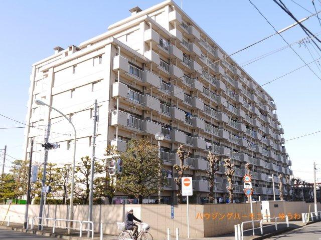 「中板橋」駅より徒歩5分の好立地。総戸数260戸です。