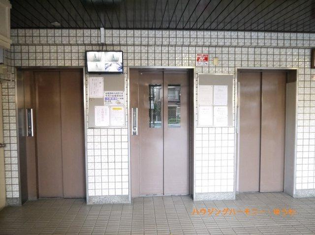 エレベーターは3基あり、忙しい時間帯も安心です。