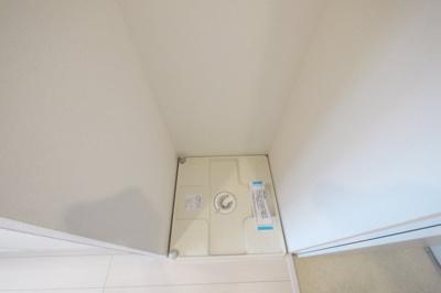 洗濯機置場は防水パンに給水栓があります