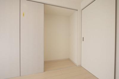 冷蔵庫置場も扉付き