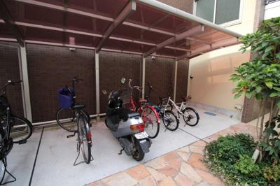 駐輪場もありますよ♪バイク駐車も相談可能です♪