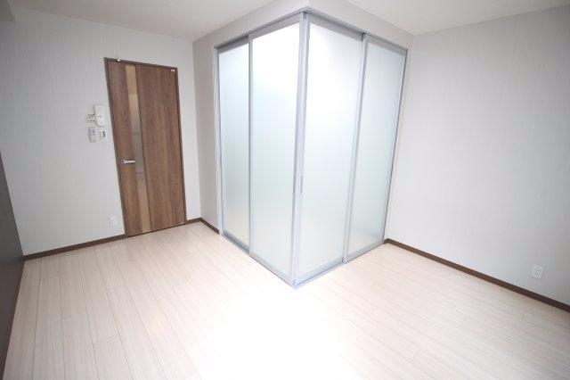 ベットルームは仕切りがあるので、プライバシーも安心です♪