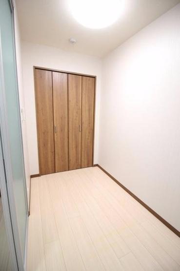 寝室2.4帖のベットルームになりますよ。