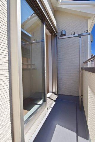 -同社施工例- 玄関収納ございます。散らかりがちな玄関回りもスッキリできそうです。