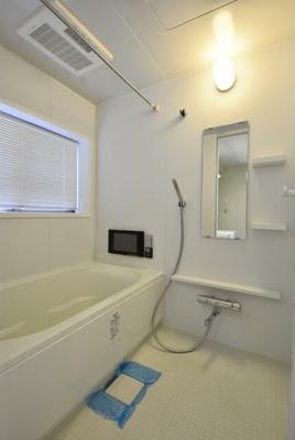 追い焚き機能、浴室乾燥機、テレビ付きバス。