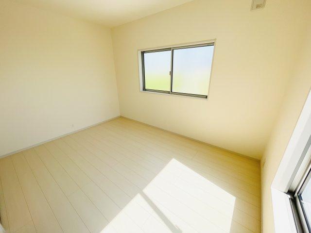 同仕様施工例 6帖の洋室です。