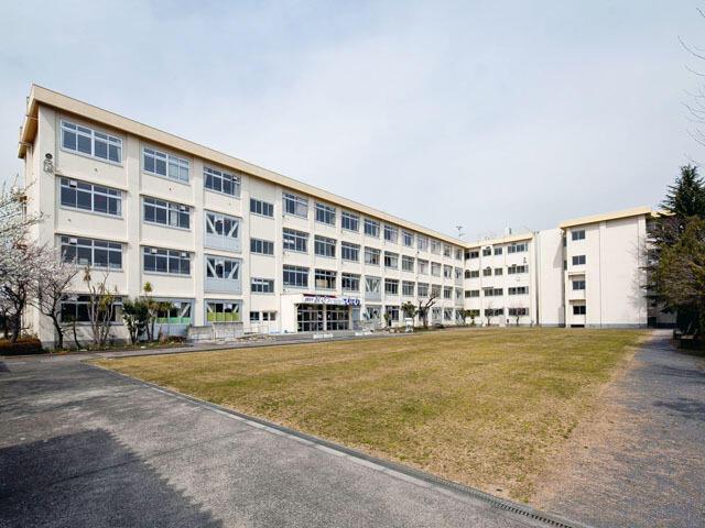 多摩市立東愛宕中学校まで900m