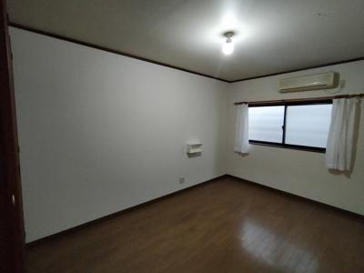 3階洋室(約7.0帖):南向きに窓があるお部屋です。