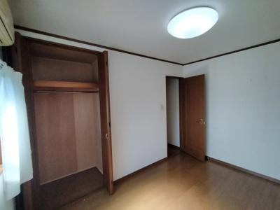 3階洋室(約6.0帖):こちらのお部屋にはクローゼット収納がございます。