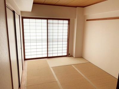 きれいで明るい和室です。6帖です。