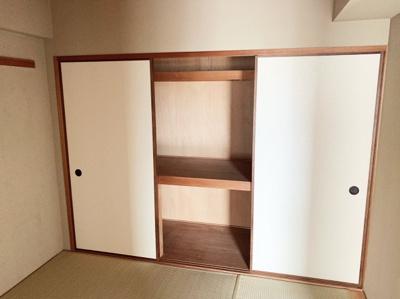 和室には押し入れがあります。大きな物も収納できそうです。