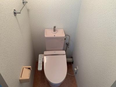 トイレも気になるポイントです。温水洗浄つきです。