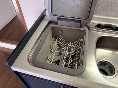 あると便利な食器洗浄機付きです。